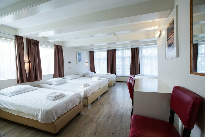 Hotel 83