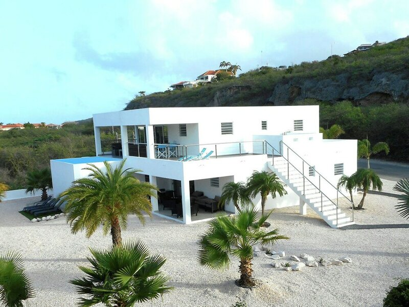 Modern Villa in Willemstad Curacao With Private Pool
