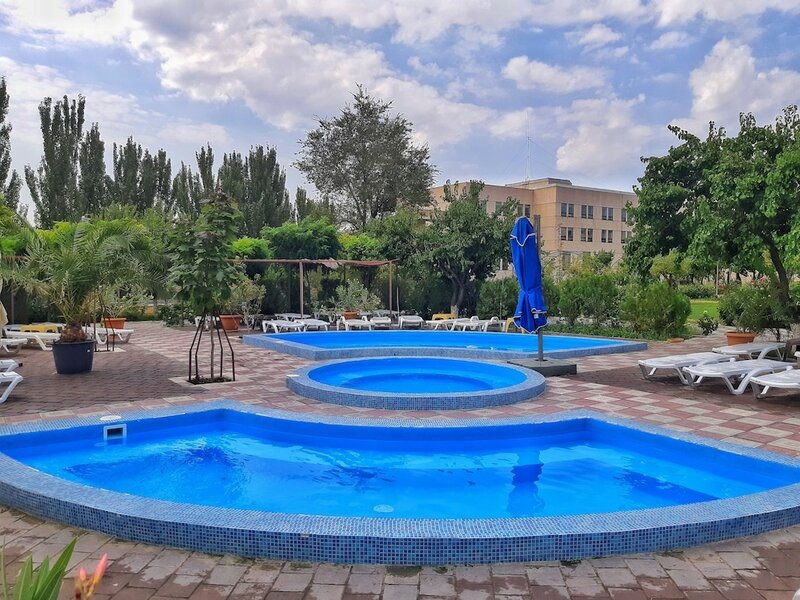 Отель Cross Resort
