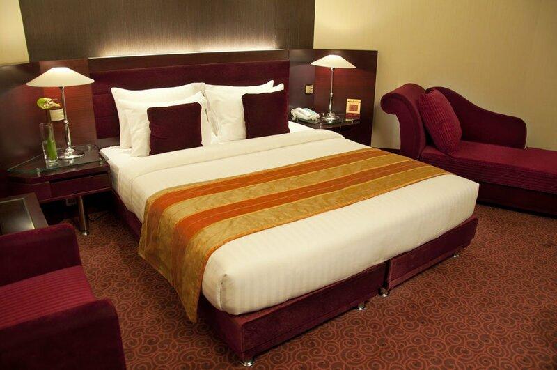 Отель Azadi