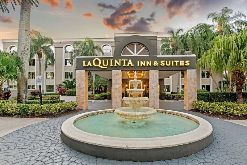 La Quinta Inn & Suites by Wyndham Coral Springs South