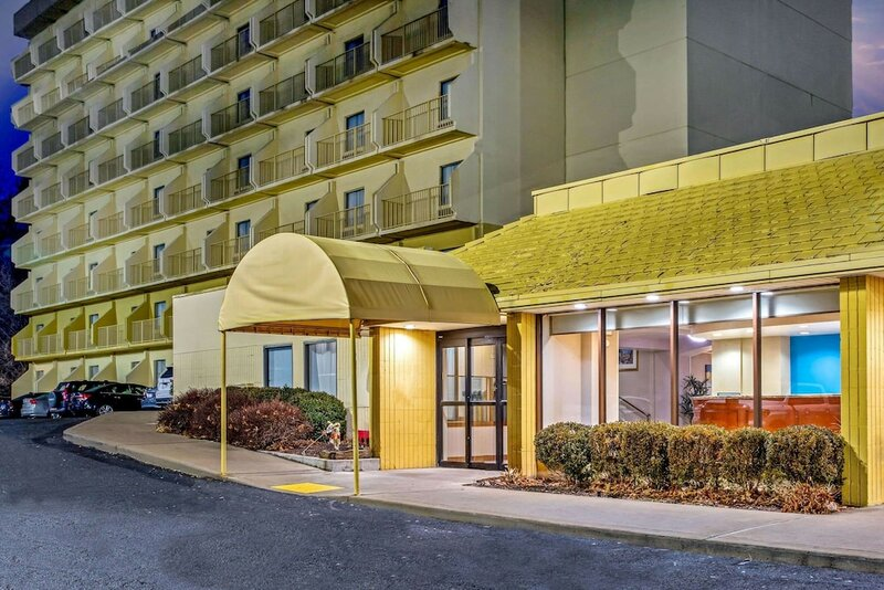 La Quinta Inn & Suites by Wyndham Stamford New York City