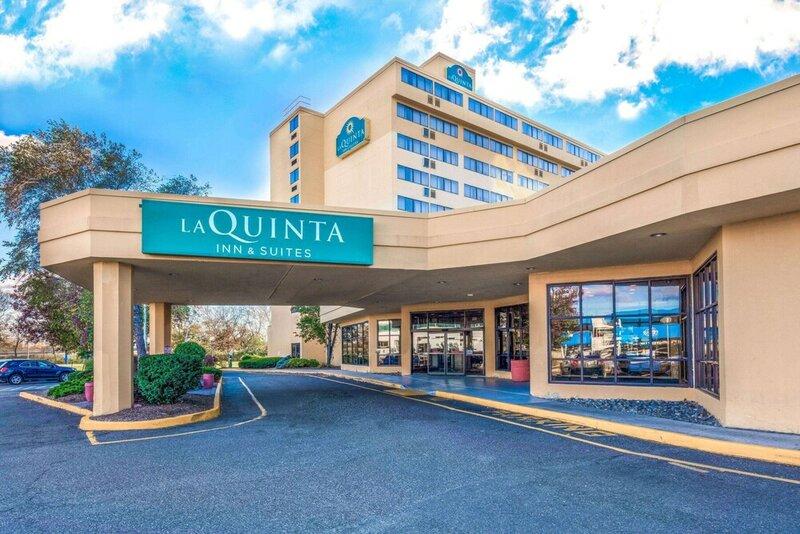 La Quinta Inn & Suites by Wyndham Secaucus Meadowlands