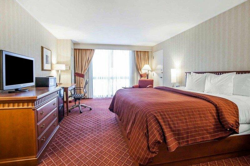 Clarion Hotel Empire Meadowlands Hotel