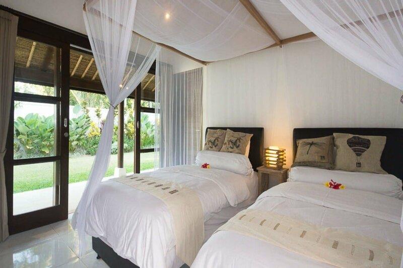 Rent a Luxury Villa in Bali Close to the Beach, Bali Villa 2036
