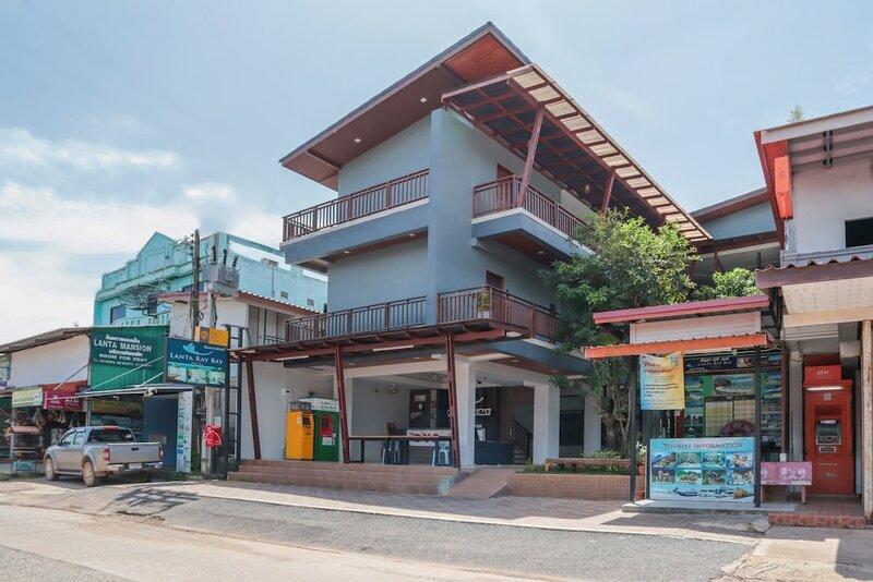 Lanta Ray Bay Hotel