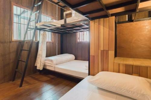 Home Mali Hostel at Hua Lumpong