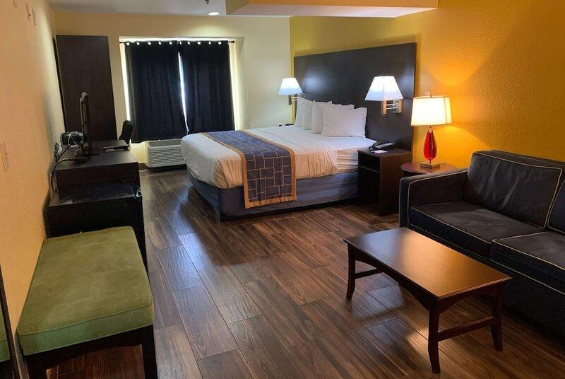 Days Inn & Suites by Wyndham Tampa/Raymond James Stadium