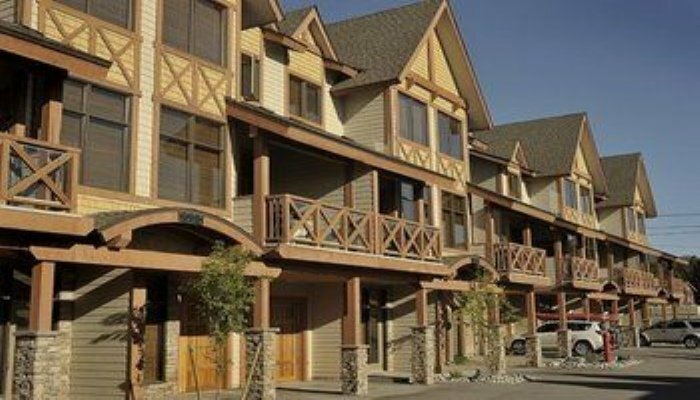 Sullivan Stone Lodge by Rocky Now