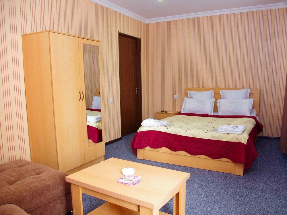 гостиница — Hotel King Edward — Тбилиси, фото №2