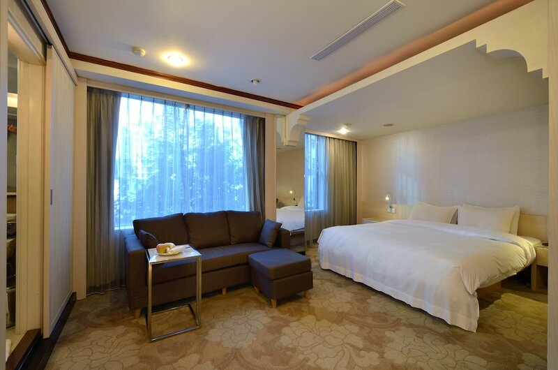 Yomi Hotel - Mrt Shuanglian Station