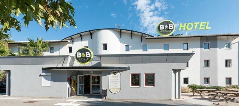 B&b Hotel Villeneuve Loubet Village