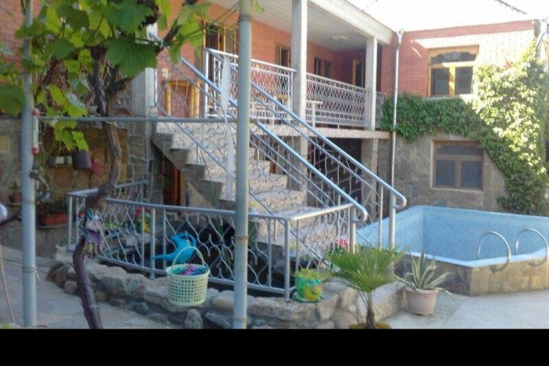 Гостиный дворик