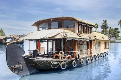 1 Bhk Houseboat in Valamparambil, Avalokkunnu, Alappuzha, by GuestHouser