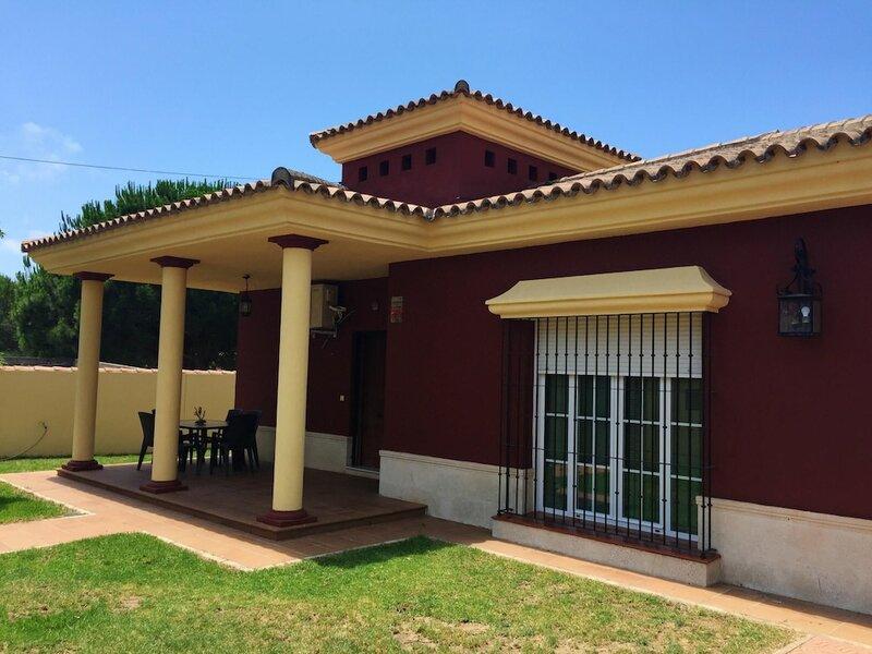 Villa With 3 Bedrooms in Chiclana de la Frontera, With Private Pool, Enclosed Garden and Wifi