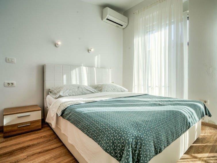 Apartments by the sea Novigrad - 14296