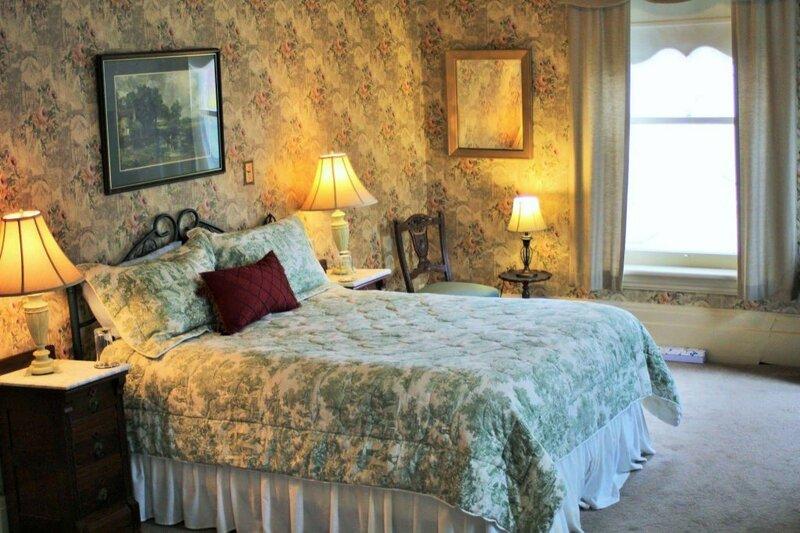 Summerhill Manor Bed & Breakfast And Tea Room