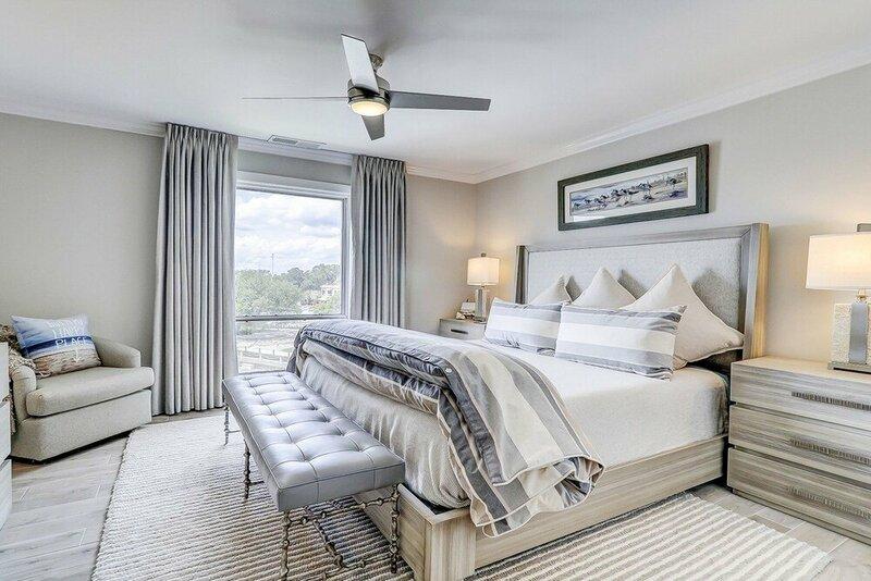 Luxurious 1br W Balcony & Marina Views 1 Bedroom Villa