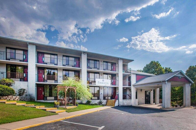 Branson Yellow Rose Inn & Suites Hotel