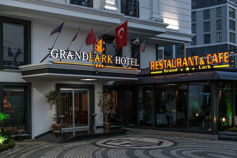 Grand Lark Otel