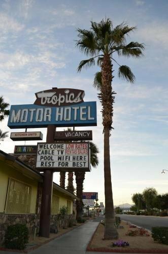 Tropics Motor Hotel