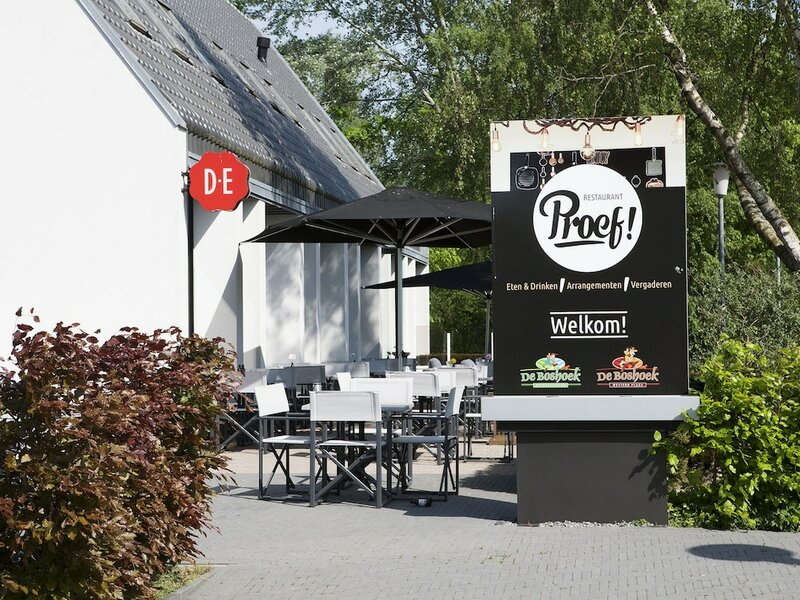 Well-furnished Tent Lodge With a Terrace Near the Veluwe