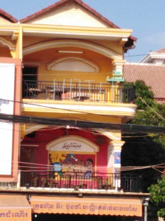 Latinos Hostel