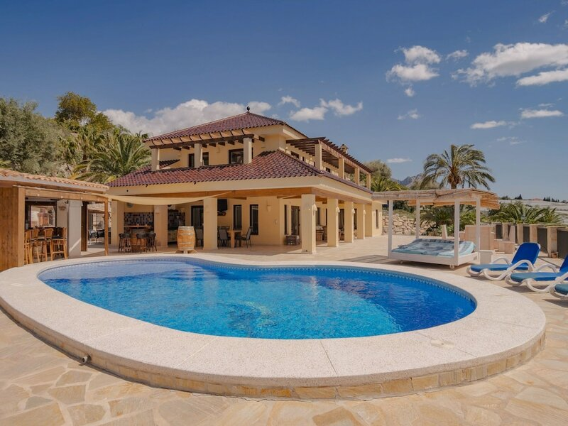 Serene Holiday Home in Callosa d' Ensarria With Private Pool