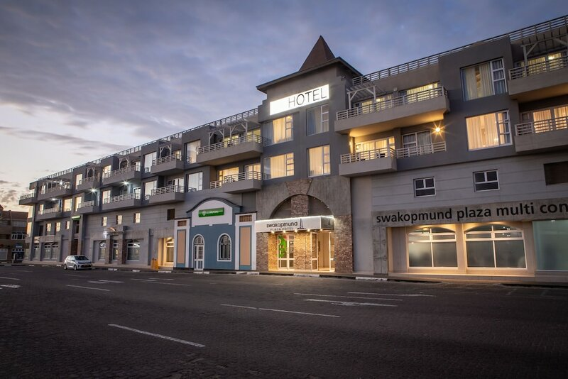 Отель Swakopmund Plaza
