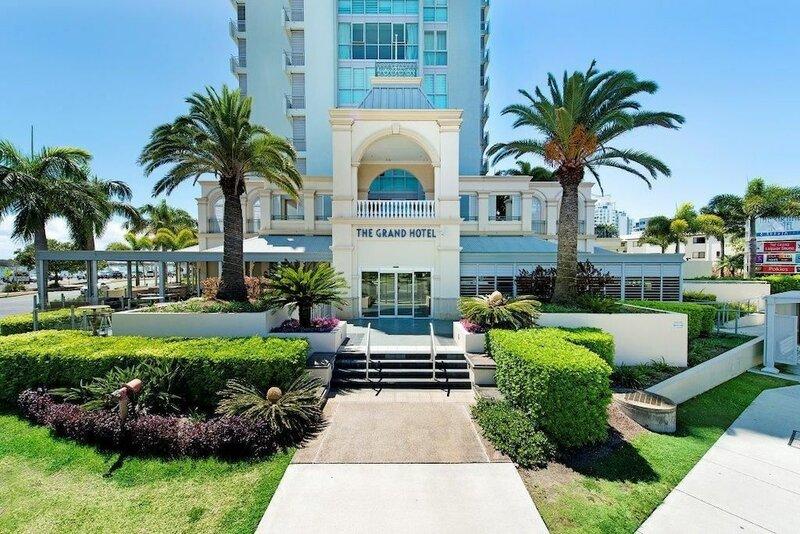 Beachfront Resort 2 Bedroom High Floor