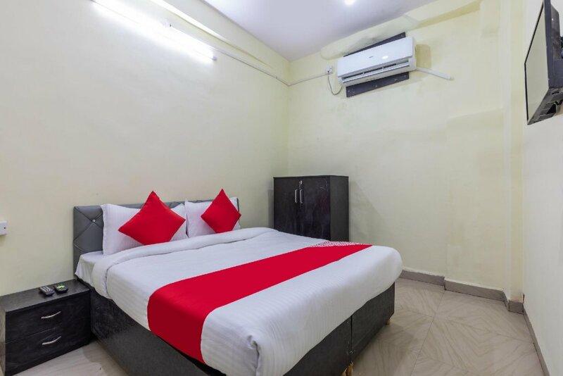 Oyo 44037 Shree Palace