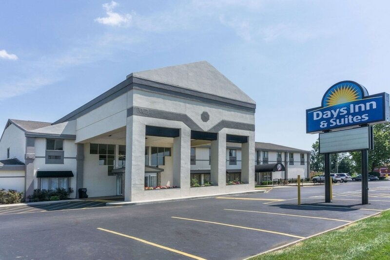 Days Inn & Suites by Columbus East Airport
