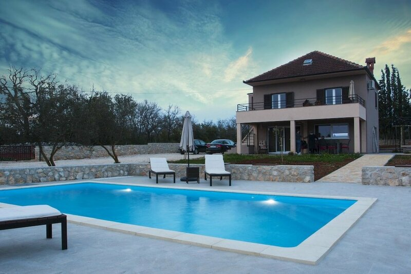 Villa Nar in Galovac 2 Br Home
