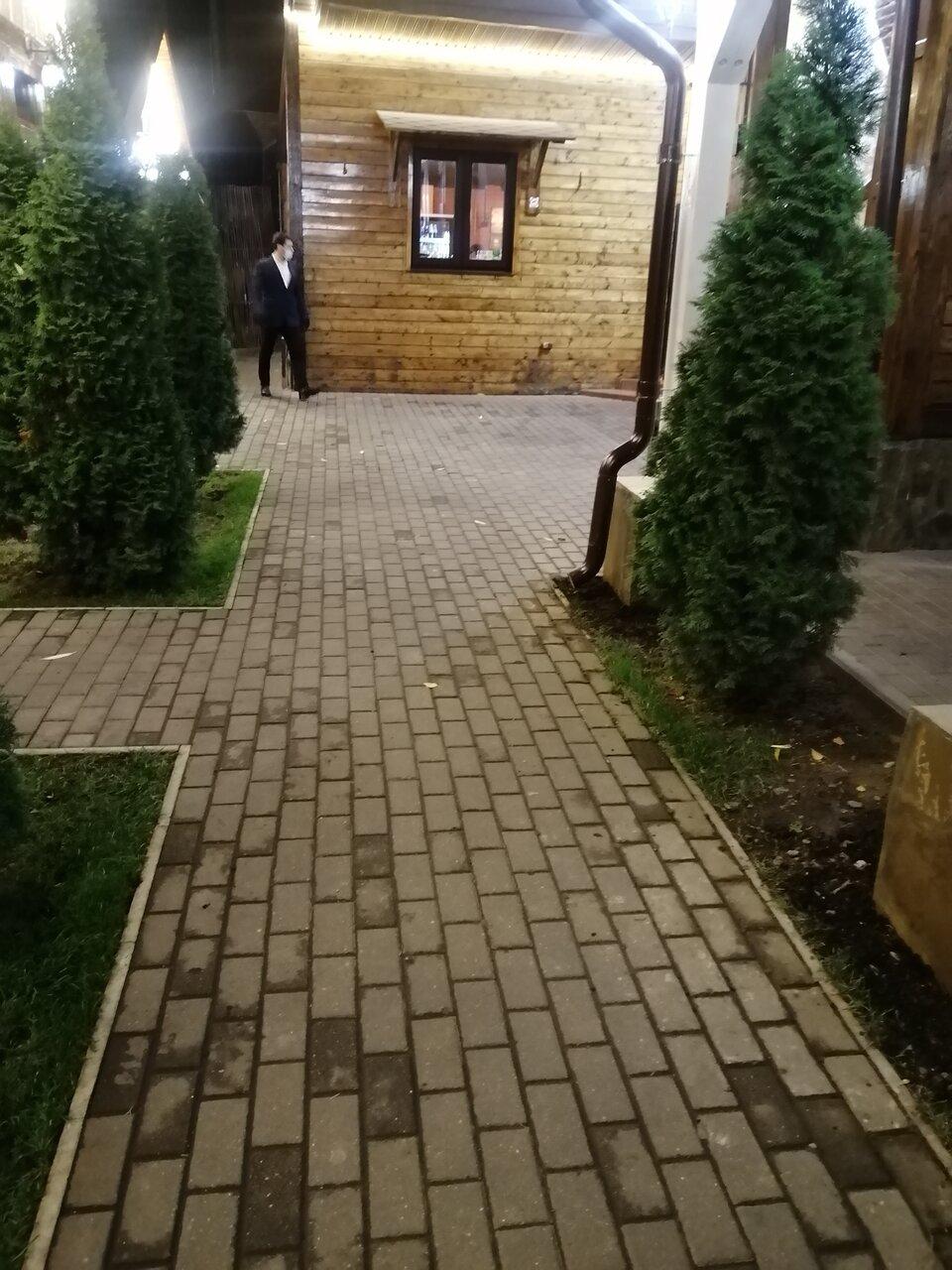 Загородный дворик