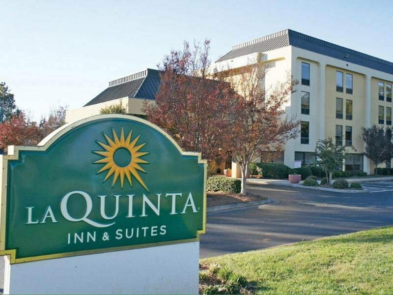 La Quinta Inn & Suites by Wyndham Charlotte Airport North