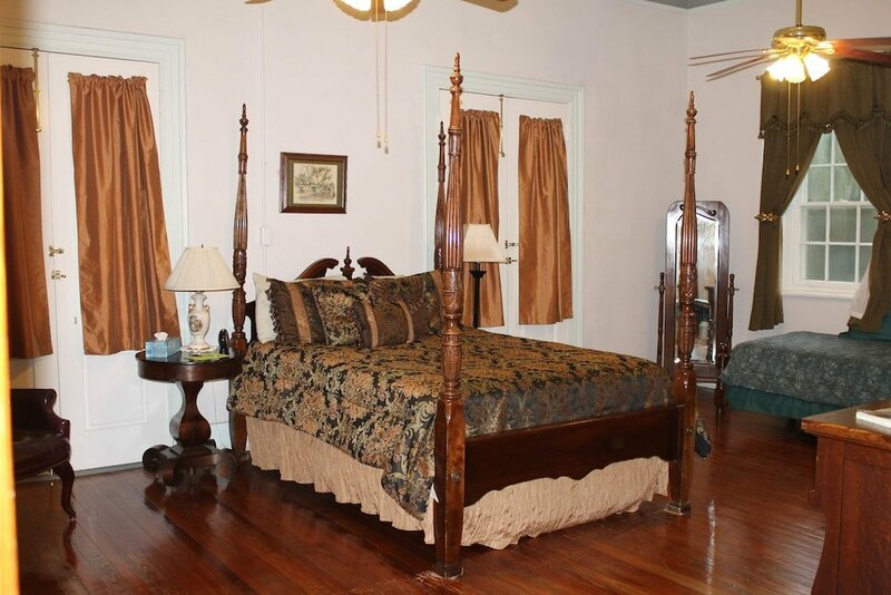 Old Castillo Bed And Breakfast