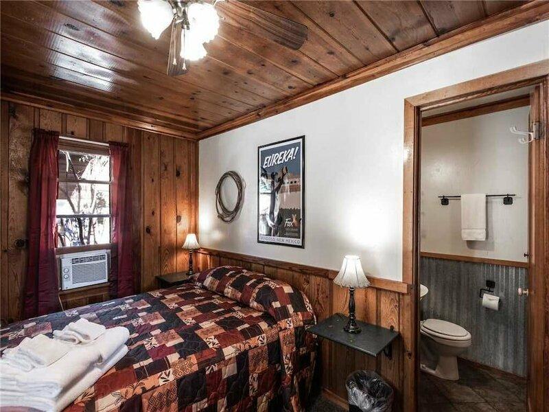 Apache Village Cabinette 11, Queen Bed, Midtown, Sleeps 2