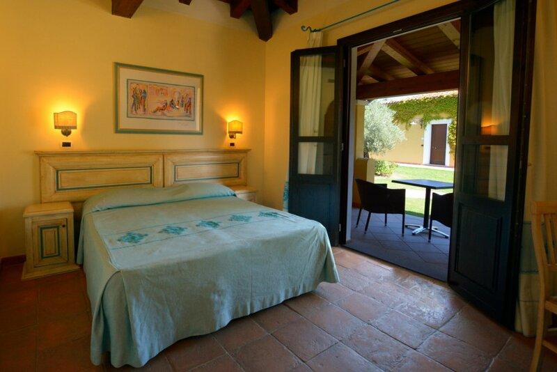 Отель Valtur Sardegna Baia dei Pini Resort