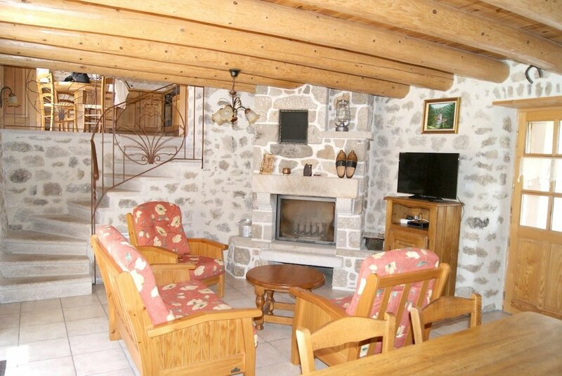 House With 3 Bedrooms in Saint-pal-de-senouire, With Wonderful Mountai