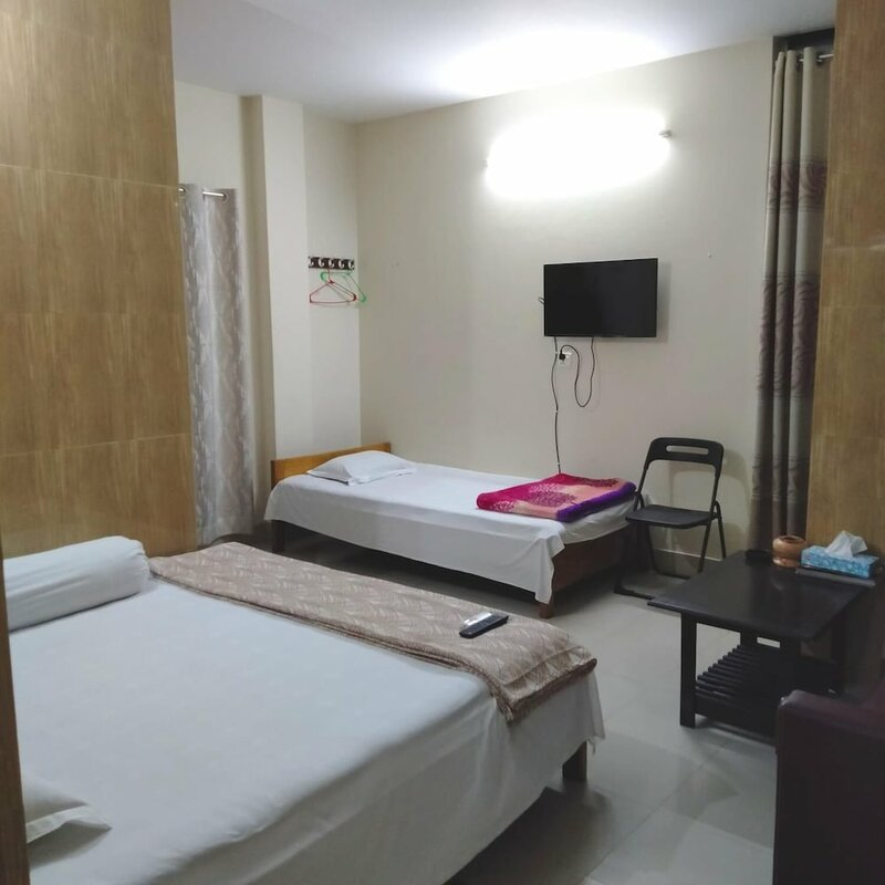 Hotel Charu