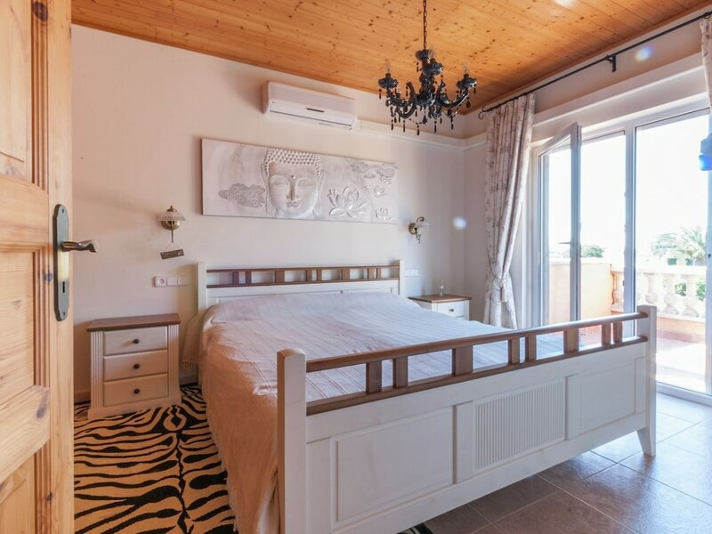 Fantastic Holiday Home With Private Pool at the Port Including a Private Berth