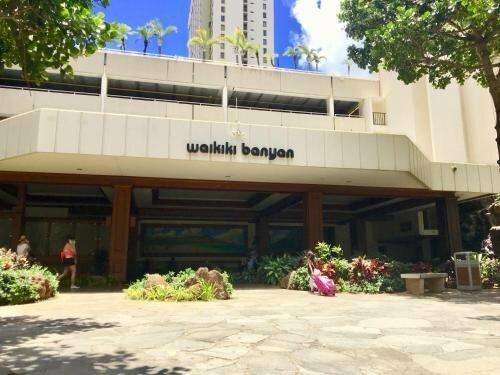 Waikiki Banyan - Walk To The Beach