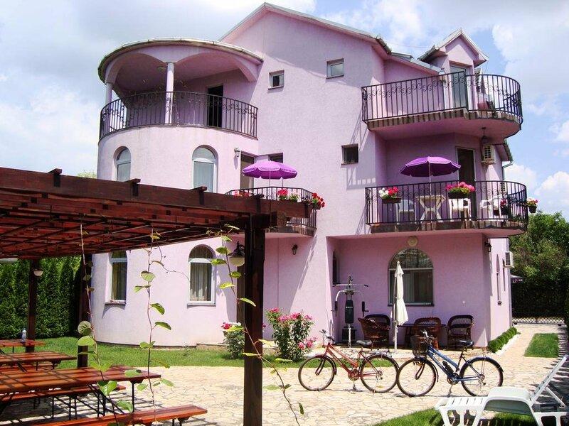 Guest House Vila Madams