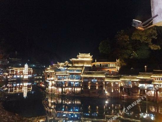 Fenghuang County her Inn B & B shop