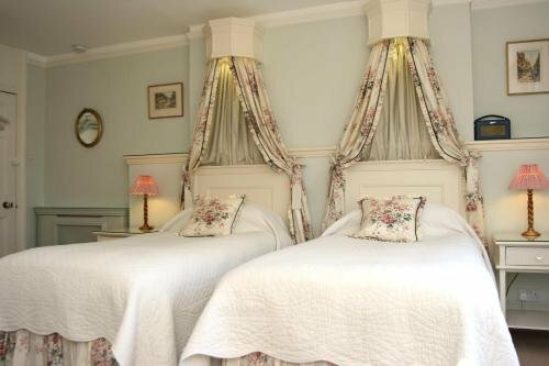 Bed & Breakfast At Ocklynge Manor