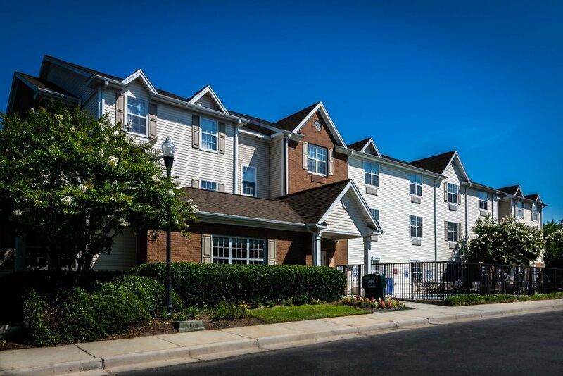 HomeTowne Studios & Suites by Red Roof Columbia