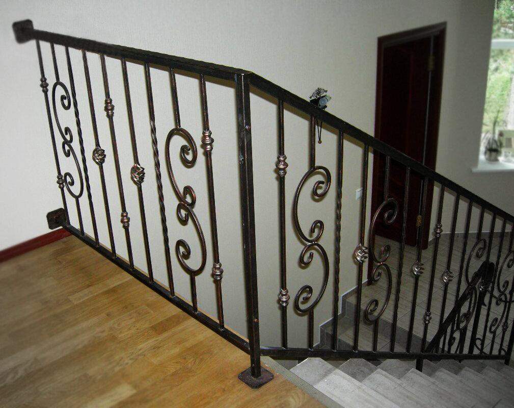 фото сварных перил лестниц живота для