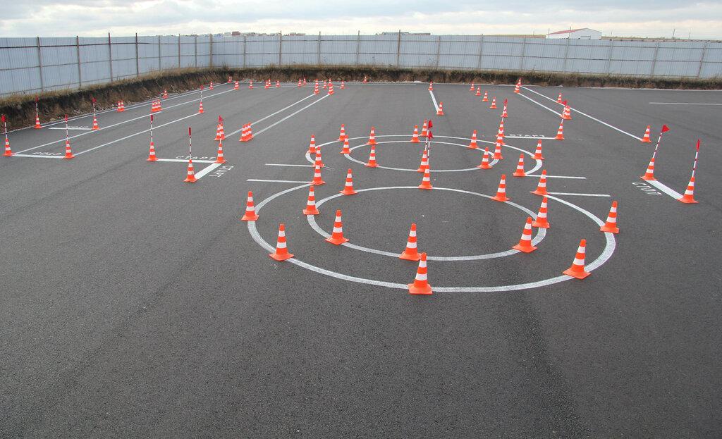 для картинки автодрома для вождения автомобиля летите, летите