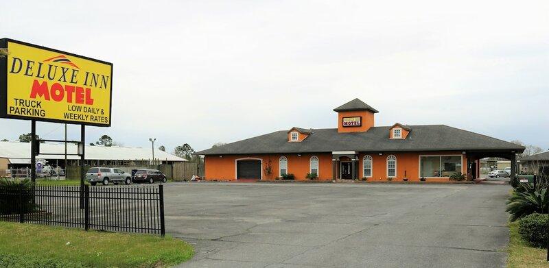 Deluxe Inn Motel