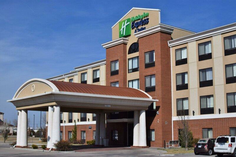 Holiday Inn Express Pratt